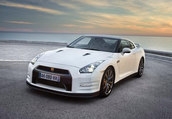 Nissan GT-R из бумаги