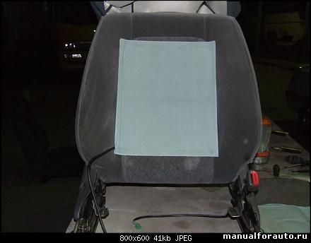 Определяем место для кнопок обогрева. как правило ставят кнопки возле коробки передач