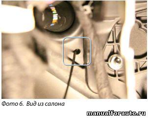 Провода под капот прокладываем через штатный уплотнитель с водительской стороны