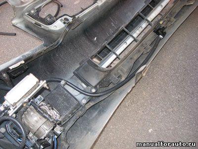 Шланги крепятся в элементам бампера пластиковыми стяжками