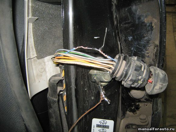 Задняя левая дверь Peugeot 206